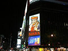 そして夜のかすすきのから市電に乗り・・東本願寺前へ  東本願寺前 電停 工事をして仮設ぽく場所が1区画くらいずれていて 迷いかけました・・