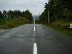 農場を後にし 丘巡りを再開・・ジェットコースターの路を経由し富良野へ・・  ジェットコースターの路 予想をはるかに超えまっすぐ急降下・・道を下っていて 耳抜きをしていました
