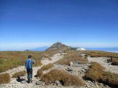 10:06< 月山 >登頂。 標準コースタイム 片道3時間のところ、1時間36分で登頂。