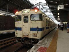 2021.09.18 西熊本 この日は仕事の都合で熊本市内某所に7時50分に行かねばならない。普通の人間はクルマで行くのだが、普通でないので列車で行く。でも列車は急行などではなく普通だ。だいたい電車1つ乗れないような時代が普通でない。次のキハではギリギリ間に合わないから、6時39分の三角線始発列車に乗ることにする。