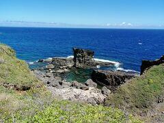 新しい展望台から軍艦岩を眺めます。 潜水艦に似てますね。