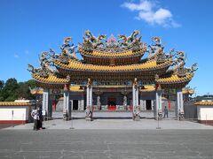 母をピックアップして、圏央道に乗り、最初にやってきたのは「台湾」 「五千頭の龍が昇る聖天宮」