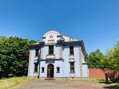 さてまた働いてまたお昼。 今度は士別市博物館にある旧公会堂です。 残念ながら休館中で、外観のみです。