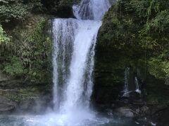 慈恩の滝^_^ 水飛沫が飛んできます 涼しい
