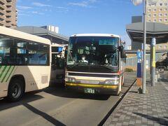 弘前駅前から、空港バスにて、青森空港まで乗車。