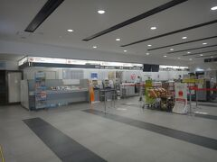 青森空港 1F。