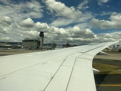 無事に伊丹空港へ到着 これまで羽田→伊丹行きのフライトには100回以上搭乗しておりますが、今回初めての逆ラン着陸となりました!