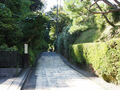 9:50  北鎌倉駅から海蔵寺へむかうには亀ヶ谷坂を通って行くか、東慶寺を越え浄智寺脇から葛原岡神社を抜け源氏山公園から下ってくる道を取るかの二通り。  今回は亀ヶ谷坂を通って行くことに。