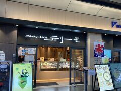 JR西口改札前 レストラン街イートパラダイスにある「パティスリー&カフェデリーモ 京都」へ。コロナ禍で11時オープンだったので開店までデパ地下でお買い物をして時間をつぶす。