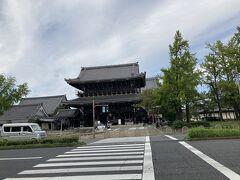 次はすぐ近くの東本願寺へ。真宗大谷派の総本山。 お東さんですね。