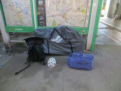 06:14 千葉駅前で袋に詰めます。