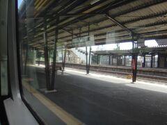最初の停車駅、松島へ。 日本三景松島の玄関口だが、悲しいかな乗降なし。