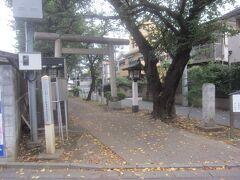 田端神社は足利持氏と上杉禅秀とが戦った時に品川左京の家臣良影という者が応永年間に当地に土着し、京都の北野神社の分霊を祀って天満宮として創建したという