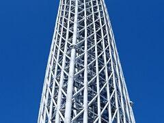 …いつ見ても、まるで現実感のない高さだヨ。 平成から令和へと、時代が変わったあの瞬間。 この建物を、この辺りから眺めていたんだよネ…。