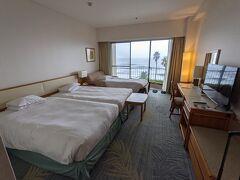今井浜海岸駅から歩いてホテルに行き、チェックイン。