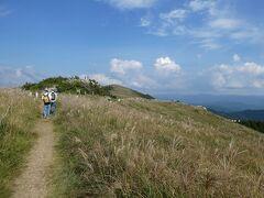 湯浅散策の次は、本日のミッションその2、ススキの原っぱを見に行く、です。 向かったのは生石高原。湯浅から有田川町を通って標高800mの山上へと車を走らせました。