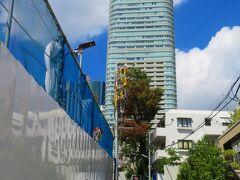 この高層ビルはアークヒルズ仙石山森タワー。 https://www.arkhills.com/floor_map/sengokuyama.html