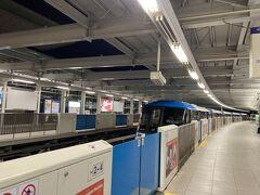連絡バスで第3ターミナルへ。 京急でパプリカ聞こうと思ったら行ってしまったばかりだったので久しぶりのモノレール。