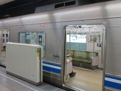 旅の3日目。午後3時半過ぎ。 博多駅から地下鉄に乗って福岡空港駅へ向かいます。