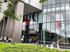 更に進むと、2019年9月14日に開館した「日本オリンピックミュージアム」。 オリンピックに関する様々な展示がされているようですが、館内見学にはWeb予約が必要です。入館料は500円とのこと。