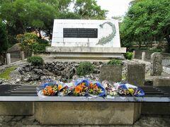 看護要員として戦場に動員され、亡くなっていった「ひめゆり学徒隊」の慰霊塔です
