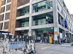 壺川駅で下車し、目的地の那覇中央郵便局。