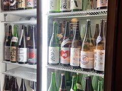 食べログで見つけた「喜八」という居酒屋へ。 満席のためホテルで1時間待機してから入店。 美味しそうな日本酒たくさんでテンションあがるー!