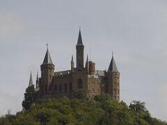 【シュヴァルツヴァルトで体験できること その3ーお城】 シュヴァルツヴァルトの東側にはシュヴェービッシュ地方が広がり、そこにはノイシュヴァンシュタイン城とほぼ同時代の(再建・改築された)お城が立っています。シュヴァルツヴァルトの東側をドライブしているとホーエンツォレルン城が見えてくることが多々あります。今回はシュヴェービッシュ地方のお城も含めて紹介します。 1、ホーエンツォレルン城 2、シグマリンゲン城 3、リヒテンシュタイン城