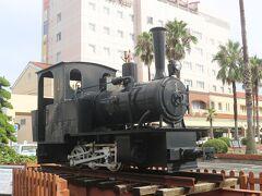 宿泊したホテルで無料のレンタサイクルを借りて、宇和島駅からスタート。 宇和島駅前には大正3年・宇和島で初めて走った機関車(コッペル社製9.66t ケ220)が置いてありました。 当時の人々は初めて見た機関車にどんなに驚いたことでしょう。