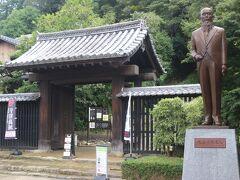 宇和島城の長屋門とは逆の場所にある上り立門には児島惟謙の銅像がありました。