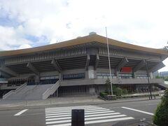 日本武道館(1964年に開館。1966年にはビートルズのコンサートも行われました。)