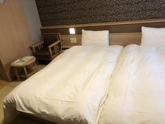 ハリウッドルーム?お部屋お任せでここになりました bookingコムで2人で8000円切りました(入湯税2人で300円込み)素泊まり