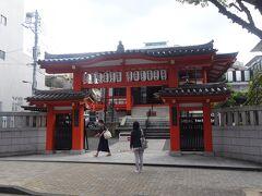 毘沙門天(善國寺)(1595年の創建で毘沙門天を奉安します。家康が寺地を与えて開祖された。その後、移転され約200年前にここに移りました。東京の縁日発祥の地です。)