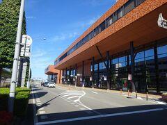 秋田空港に飛んできたのは2回目。 前回は市内の八橋球場にプロ野球(たしかロッテ×近鉄)の試合を見に来た(笑) こまち球場ができる前だったので、相当昔の話。