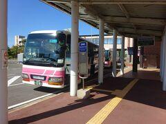 秋田市内行きのバスに乗ります。 秋田市内周辺をエリアにする秋田中央交通バス。