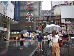 雨とは言え人が少なく感じます。今までは、この辺は外国人観光客だらけだったからでしょうか?歩きやすくて不便はないので、良いのですが。