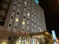 薩摩川内市内のホテルにチェックイン  写真は夜撮影  駐車場がやや狭く  デカい車はとめにくい