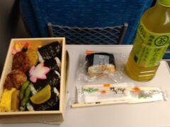 広島旅行の最後は広島駅で駅弁を買いました。帰りの新幹線で食べた駅弁を最高に美味しかったです!