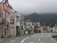 大洲からは今日の宿泊先の佐田岬へ。 佐田岬は細長い半島でひらすら国道を走ります。 大洲から約50キロ、佐田岬の先端の町・三崎。