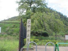 洛中を取り巻いていた御土居が江戸時代に寸断され通行しやすくはなったのですが 高さ約3m の土塁として所々に残っている訳です。