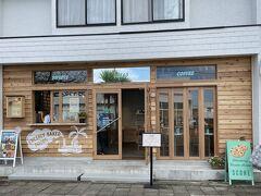 """遅い夏休みに県境跨がずで箱根一泊に まずは湘南エリアで朝活♪  湘南で人気の""""パシフィックドライブイン""""の姉妹店のパン屋さん『Pacific bakery』 8月下旬からは、お店とお隣に工房と、拡張されパワーアップされてます"""