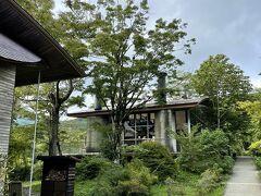 """宿泊は、箱根 仙石原 の森の中に包まれた""""ホテル箱根リトリートföre"""" 自然を間近で感じ、慌ただしい日々からゆったりとした時間が流れます"""