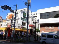 JR京浜東北線の大森駅西口前の横断歩道を渡ったところに