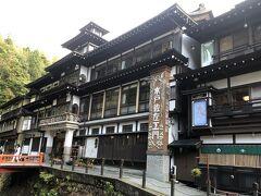 大石田駅から「永澤平八」さんにお迎えに来ていただき、お部屋へ。荷物を置いて、ちょっとぐるっと散策に出かけます。お隣は能登屋旅館。