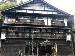 「伝統の宿 古山閣」 月ごとの行事の鏝絵が、飾られています。