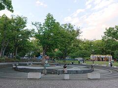 横浜公園。