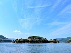 船が出発してすぐ見えてくるのが天然の要害、能島城。 続100名城です。