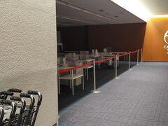 羽田空港は一部の保安検査場はクローズしています。利用者が少ないからでしょうね