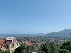 車で30分弱で モンレアーレに到着。 ここは高台にあるので景色が良いのです