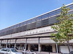 朝早かったので、眠ってたらあっという間に京都駅。 近代的な駅ですね。 叡山電車の出町柳駅までどうやって行くか。